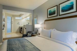 A bed or beds in a room at Marriott's Sabal Palms