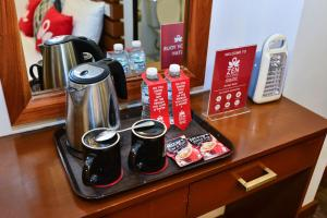 Coffee and tea making facilities at ZEN Rooms Abozza Station 2