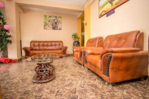 A seating area at Eland Safari Hotel Nyeri