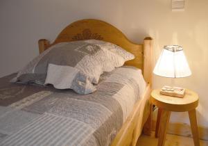 Un ou plusieurs lits dans un hébergement de l'établissement Chambre d'hôtes Les Pralets