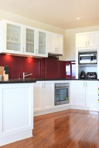 A kitchen or kitchenette at The Red Stag