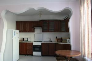 A kitchen or kitchenette at Магія гір
