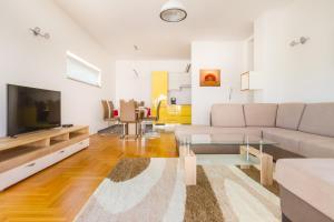 A seating area at Villa Apartments Futura