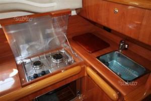 Cucina o angolo cottura di Imbarcazione Flybridge Sealine F33 Isole Eolie