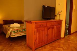 Una televisión o centro de entretenimiento en Estudio Jose Barbastre