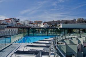 Vista de la piscina de VIP Executive Eden Aparthotel o alrededores