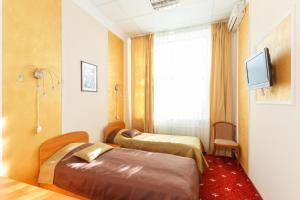 A bed or beds in a room at Serpukhovskoy Dvor
