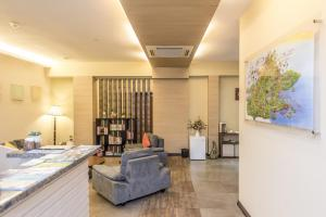 The lobby or reception area at Little Gaya Hotel
