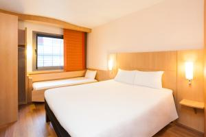 A bed or beds in a room at Ibis Madrid Alcobendas
