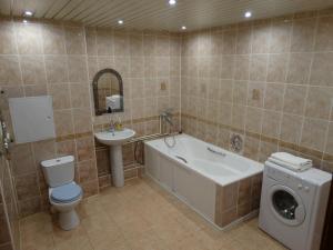 A bathroom at InnDays 50 лет ВЛКСМ 16
