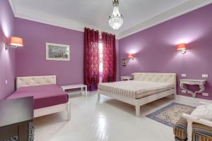 A bed or beds in a room at Florence Apartments, Home Feeling