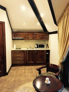 Кухня или мини-кухня в Apartment on Kurortny Prospekt