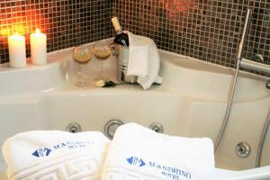Ένα μπάνιο στο Mandrino Hotel