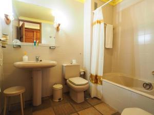 A bathroom at Hotel La Palma Romántica