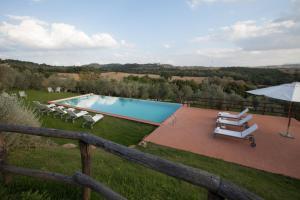 Vista sulla piscina di Borgo Sant'Ambrogio - Resort o su una piscina nei dintorni