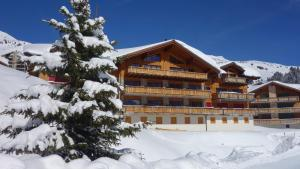 L'établissement Hotel L'Etable en hiver