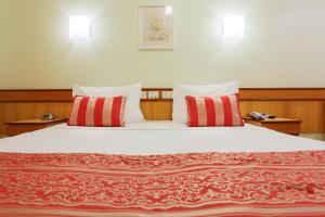 A bed or beds in a room at Scorial Rio Hotel