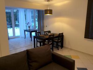 Ein Sitzbereich in der Unterkunft Apartment Ardi II