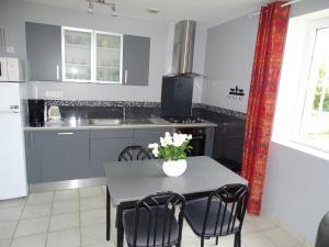 A kitchen or kitchenette at La Bergerie