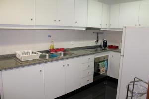 A kitchen or kitchenette at Alojamento Rural de Sendim da Serra