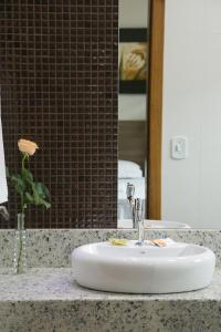 A bathroom at Peçanha Grande Hotel