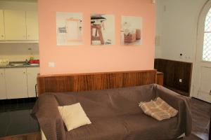 A bed or beds in a room at Alojamento Rural de Sendim da Serra