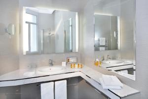 Um banheiro em Hôtel Château Frontenac