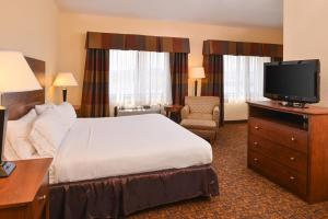 A bed or beds in a room at Holiday Inn Express Morgantown