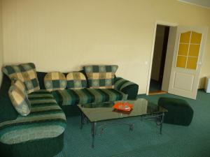 A seating area at Motel Tėvynė