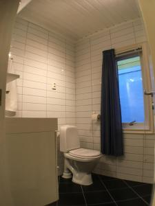 A bathroom at YM40