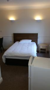 A bed or beds in a room at Charlotte Rooms