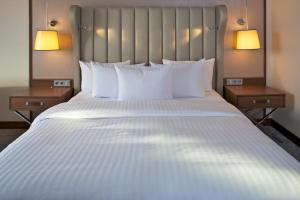 A bed or beds in a room at Hilton Bonn