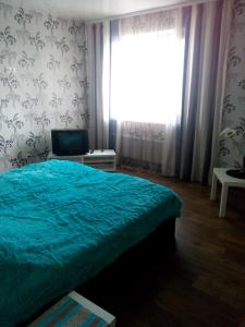 A bed or beds in a room at Apartments at Krasniy Prospekt 3