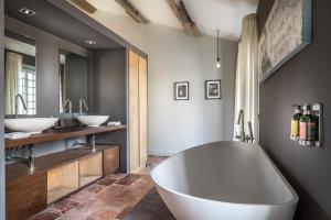 A bathroom at Le Domaine de Palerme