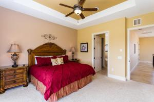 A bed or beds in a room at Castle Pines Villa