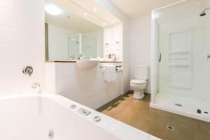 A bathroom at Copthorne Hotel & Resort Lakefront Queenstown
