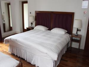 A bed or beds in a room at The Lombard Townhouse
