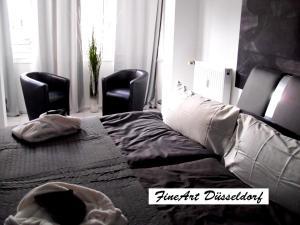Ein Bett oder Betten in einem Zimmer der Unterkunft FineArt Düsseldorf