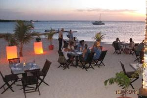 A restaurant or other place to eat at Marinero Aruba