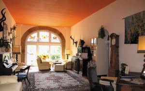 Ein Sitzbereich in der Unterkunft Hotel Fröbelhof