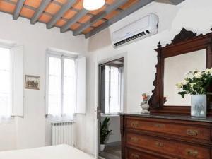 Una televisión o centro de entretenimiento en Happy Florence Santa Croce 1