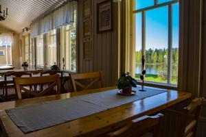 Majoituspaikan Merilän Kartano ravintola tai vastaava paikka