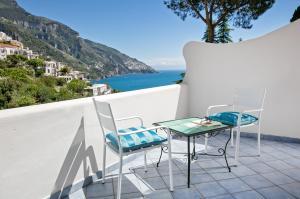 A balcony or terrace at Hotel Vittoria