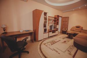 A seating area at Hotel Novaya