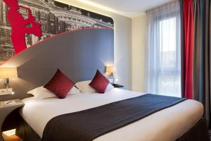 A bed or beds in a room at Hotel Inn Design Paris Place d'Italie (ex Timhotel)