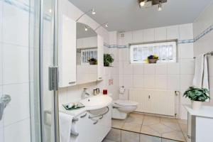 Ein Badezimmer in der Unterkunft Deich-Residenz App. 1