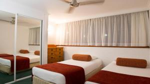 A bed or beds in a room at Cedar Lake Country Resort