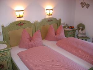 Ein Bett oder Betten in einem Zimmer der Unterkunft Haus Egger