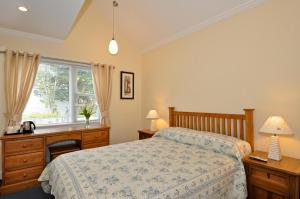 A bed or beds in a room at Ash Grove House