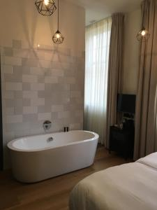 A bathroom at Boutique Hotel d'Oude Morsch